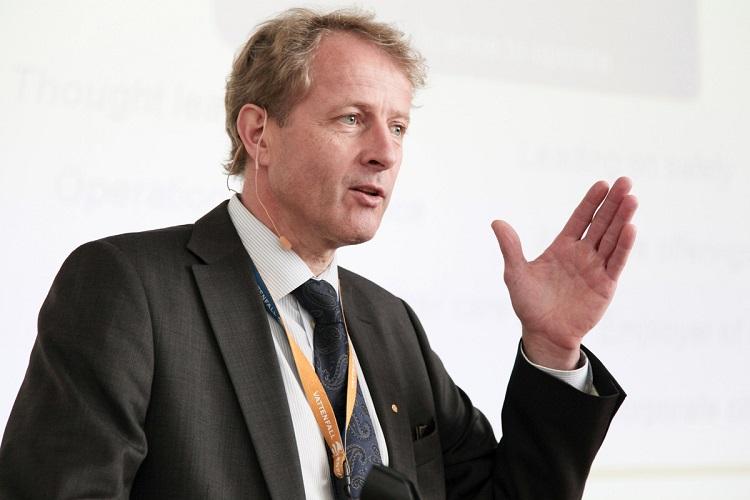 Vattenfalls vd Øystein Løseth meddelade på onsdagen att Vattenfall ska spara 4,5 miljarder kronor till 2014 och att 2 500 anställda förlorar sina jobb. Foto: Elisabeth Redlig