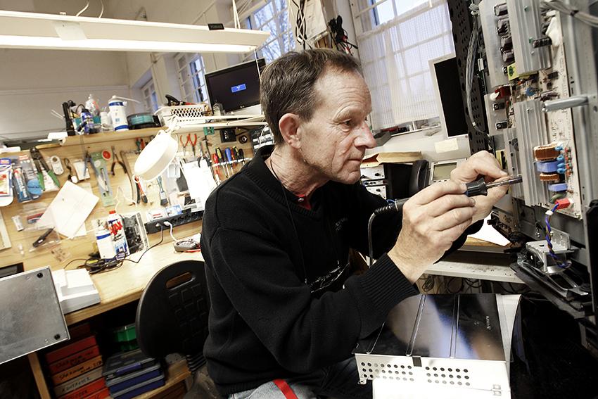 Tommy Olofsson arbetar