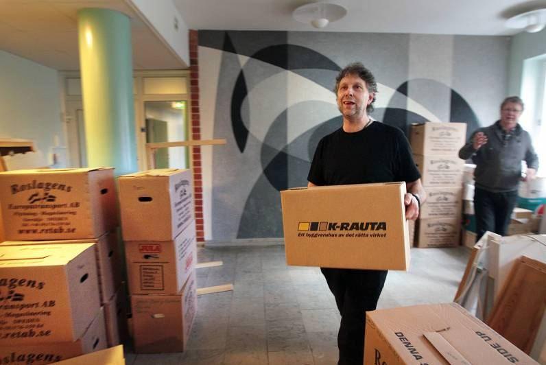 Böcker på väg in i värmen igen. Foto: Staffan Björklund/Dala-Demokraten