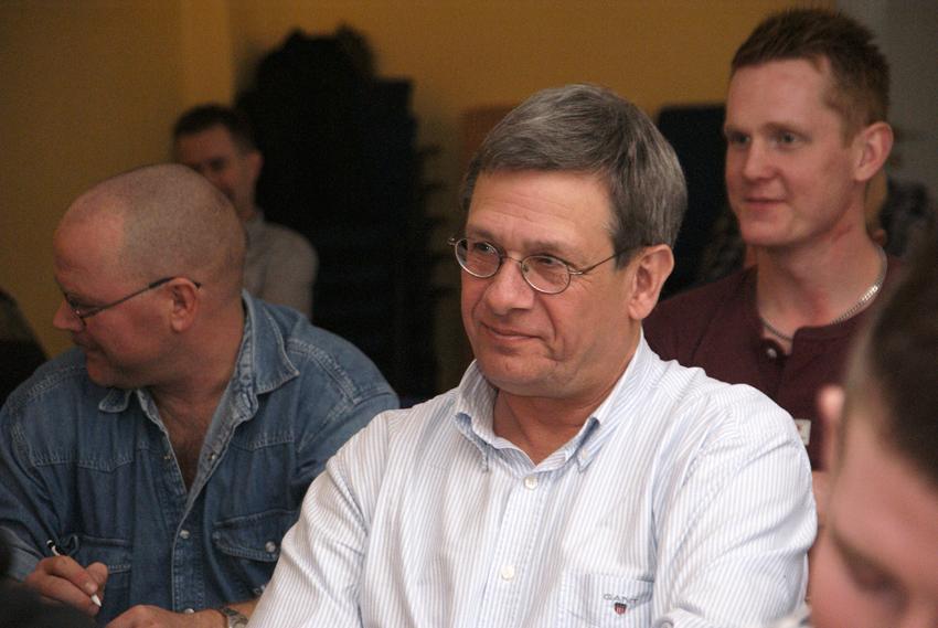 Bo Diczfalusy som är regeringens utredare om elbehörighet i framtiden, satt i onsdags i skolbänken hos Elketrikerna när de startade diskussionen om hur förbundet ska se på elbehörighet och certifiering i framtiden. Foto: Per Eklund