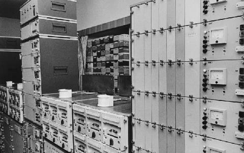 En samling bandspelare och annan utrustning för avlyssning