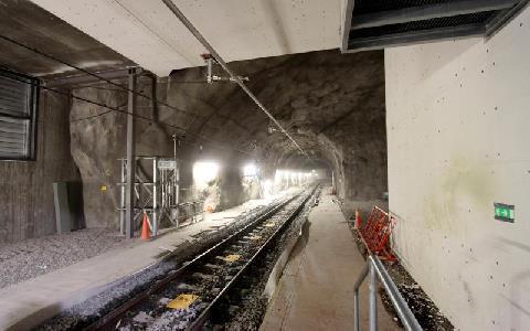 Räls i en tunnel