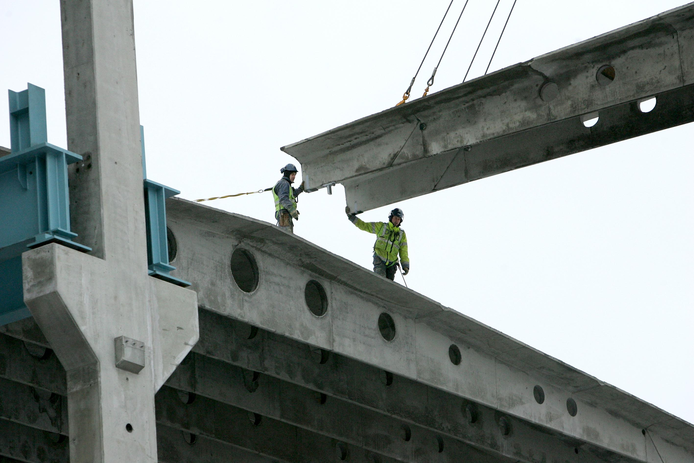 Från och med 12 april kan mång av byggarbetsplatserna öde sedan Byggnads på onsdagen varslat om strejk. Foto: Tomas Nyberg