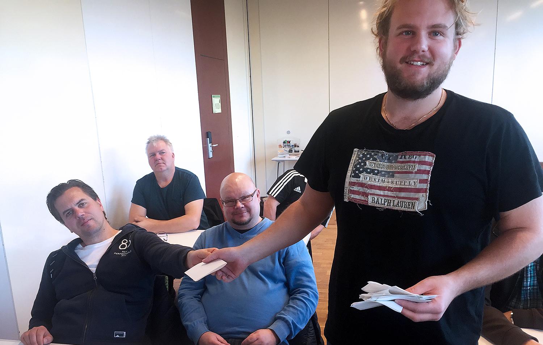 Det blev sluten omröstning och rösträkning när Elektrikerna skulle välja representanter i skyddskommitten hos Assenblin. Foto: Hans Andersson