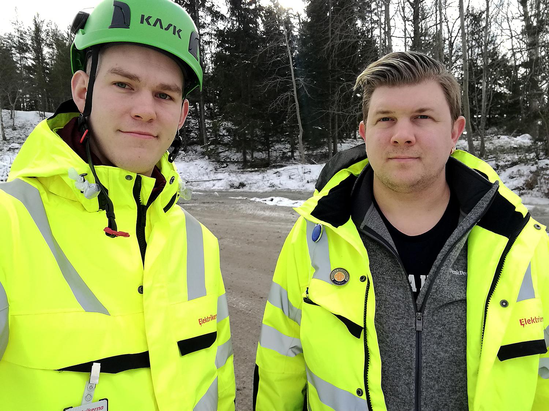 Bilde föreställer Claes Thim och Per Söderlund, med en snöig skog i bakgrunden. Claes har en grön skyddsombudshjälm på sig, och båda är klädda i gula reflexjackor.