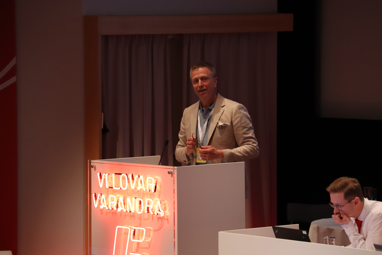 Pontus Boström i talarstolen