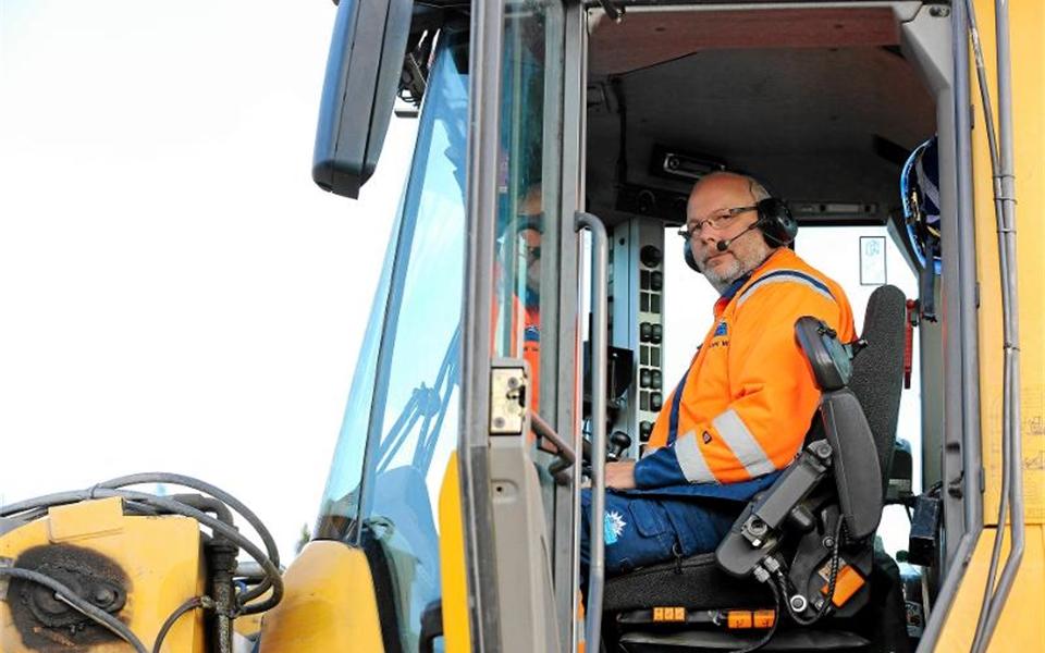 Kalle Wallström kör en av traktorerna