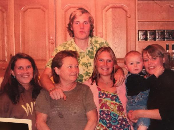 En glad Kalle med familjen.