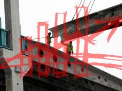 Ett stapeldiagram med en uppåtgående pil, framför en bild på en byggarbetsplats