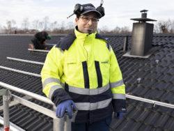 Ghassan Safadi står på ett tak