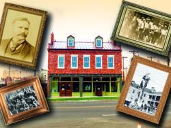 Henry Miller Museum med historiska bilder monterade i fotoramar i förgrunden.