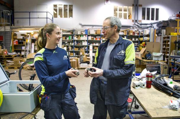 Julia Karlsson och en kollega