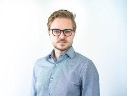 Porträttbild på Anton Levein