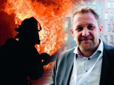 Fotomontage med en brandman i eld och David Widlund