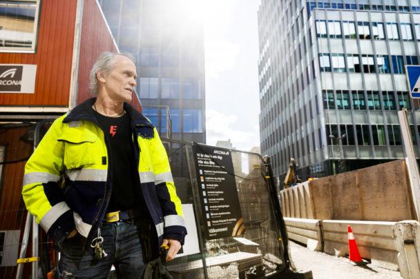 Lennart Fogeby på bygget i Solna