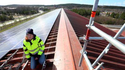 Sofie Bergsten på ett tak