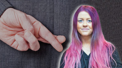 En bild på en kostymklädd person som håller fingrarna i kors bakom ryggen, med ett foto på Sofie Eriksson monterat över.