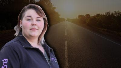 En väg som sträcker sig bortåt i soluppgången, med ett foto av Josefine Larsson monterat över