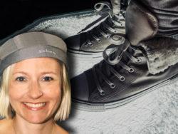 Fötter som står på krossat glas, med ett foto av Ida-Therese Högfeldt monterat över