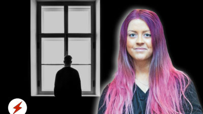 En person i silhuett mot ett högt, spröjsat fönster. Ett foto på Sofie Eriksson är monterat över.