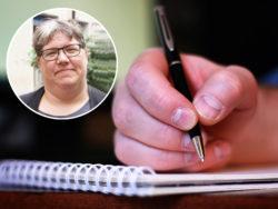 En bild på en hand som skriver på ett papper, med ett foto av Ninni Blom monterat över.