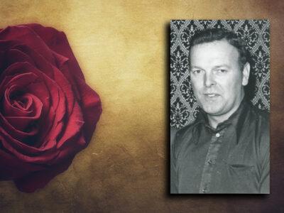 Ett foto av Allan Johansson monterat invid en röd ros.