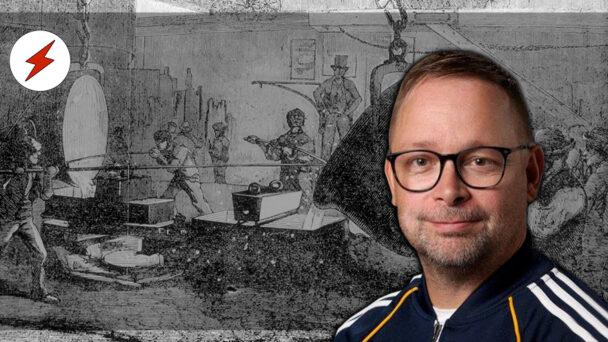 Ett foto på Jussi Jusola Nieminen, monterat över en tecknad bild av arbetare som arbetar i en fabrik, övervakade av en fabrikör i hög hatt
