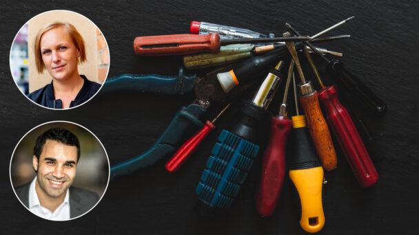 Foton på Louise Olsson och Ibrahim Mohamad monterade över en bild på en samling olika verktyg som ligger samlade