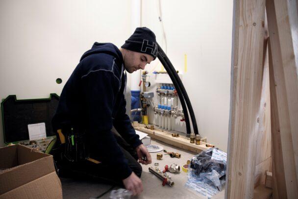 Jonas Isacsson arbetar