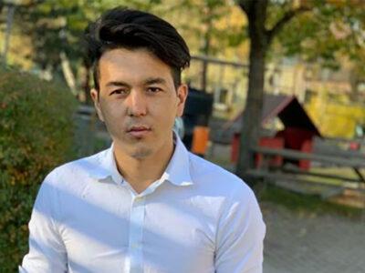 Yousuf Rezai utomhus framför en park