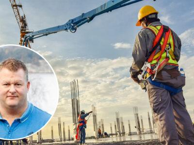 En bild på Peter Hjortskog, mont era över en bild på en person i byggkläder står på ett bygge under en kran i solnedgången