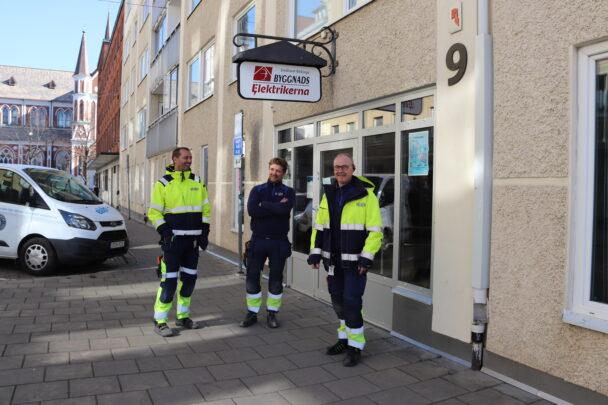 Tobias Iderfjell, Karl Kihlström och Stefan Malmborg utanför SEF:s lokal