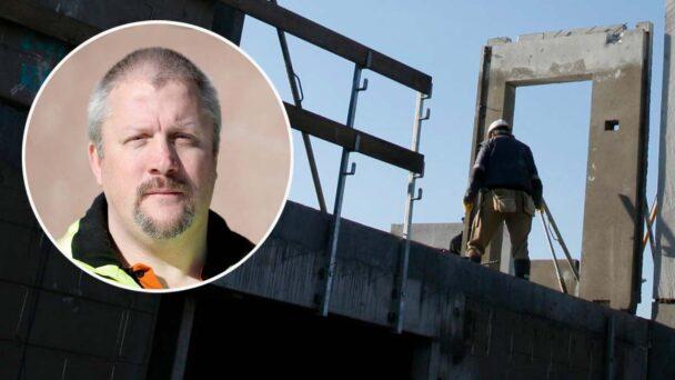 En bild på Sven Höckert monterad över en bild på en person på ett bygge